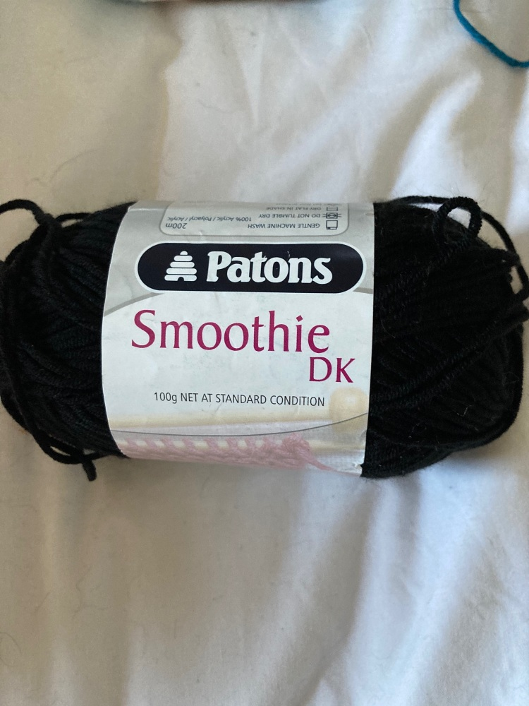 Patons Smoothie DK 100g Black 02102 (Shade code 17)