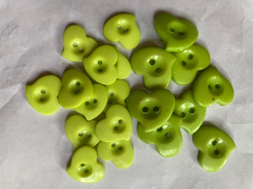 Green Heart Button 17/22mm (Pack of 20)As shown HR01