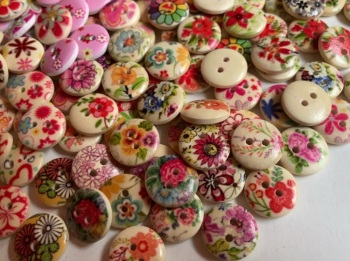Mixed Pack of Flower/Heart Wooden Buttons 15mm -Random Mix (Pack of 15) AB06