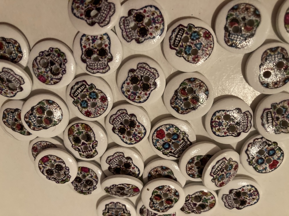Skull Buttons 15mm- Random Mix (Pack of 10) BC04