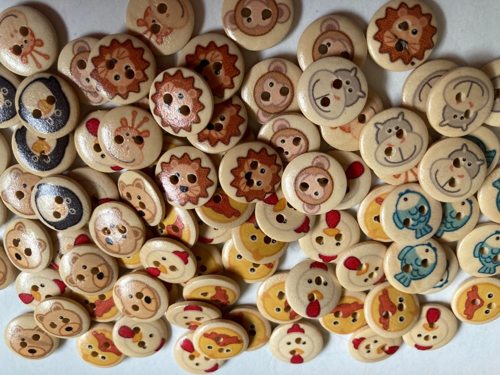Animal Wooden Buttons 15mm- Random Mix (Pack of 15) CD01