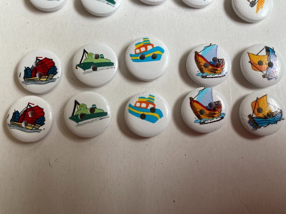 Boats Wooden Buttons 15mm  Pack of 10 CD04