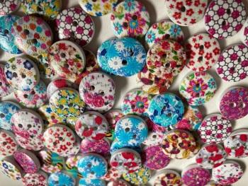 Flower Wooden Buttons 15mm -Random Mix- Pack of 12 DW13