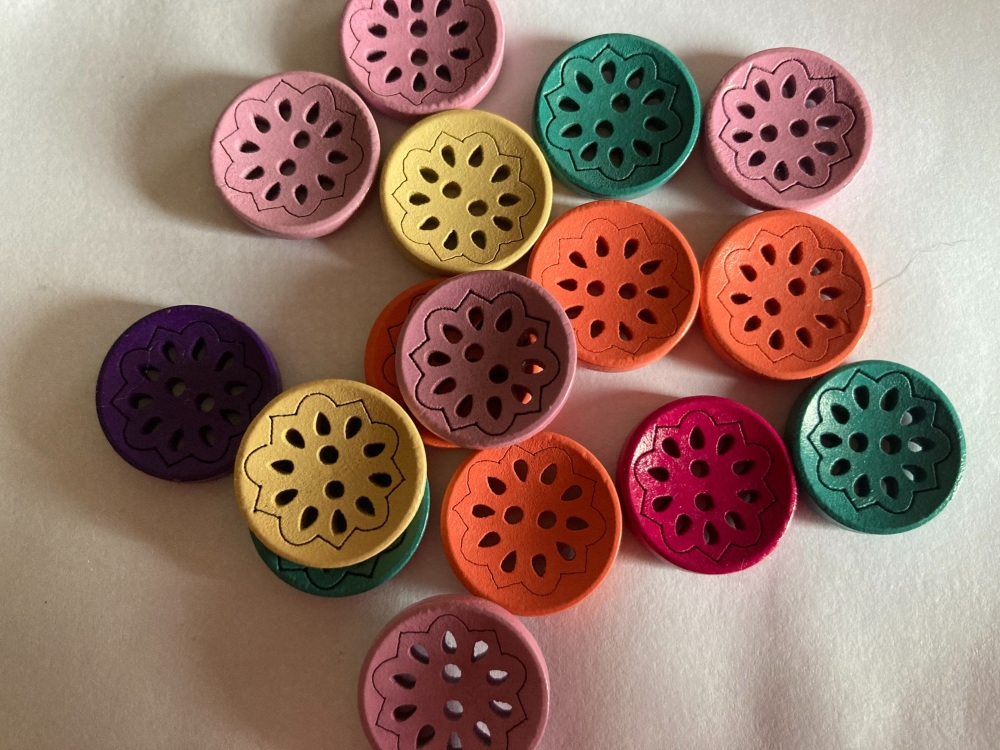 Mixed Round Wooden Buttons 18mm (Pack of 8-Random Mix) RH21