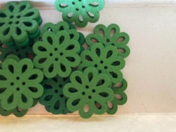 Flower Wooden Button - 20mm  Green (Pack of 6) RH39