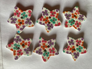 Flower Pattern Wooden Star Buttons  25mm (Pack of 6) RH45