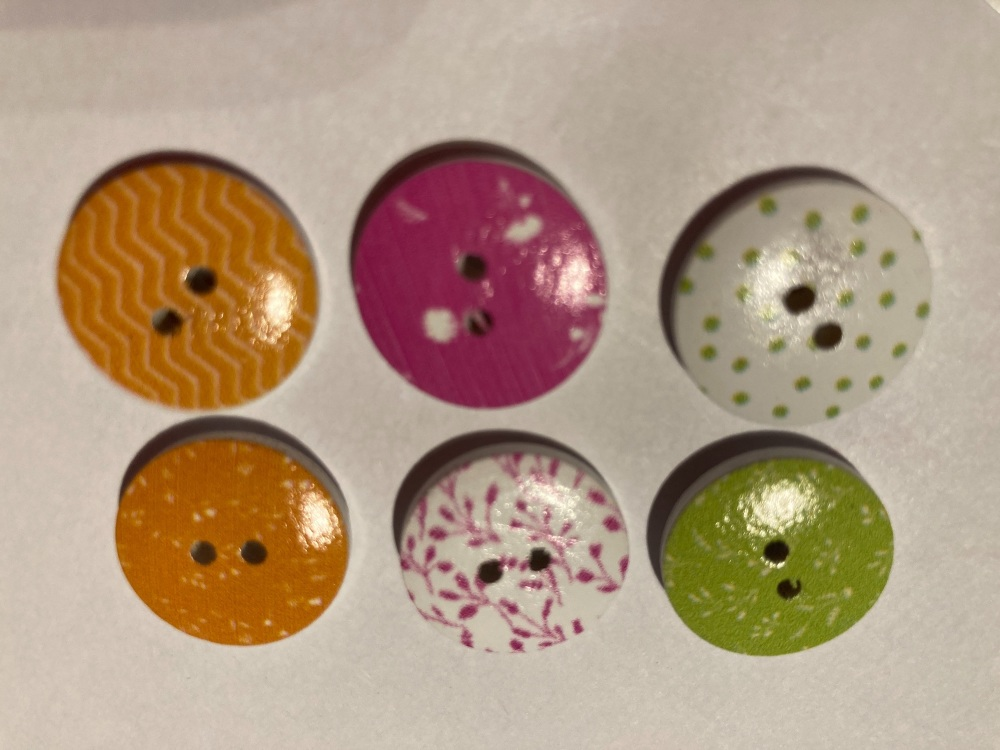 Mixed Pack Wooden Buttons 18mm ( Pack of 6)JC06