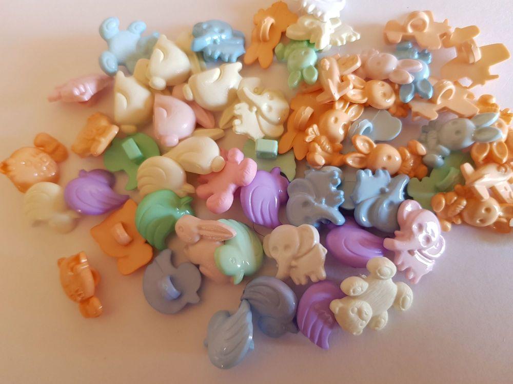 Mixed Pack of 12 Buttons - Random Mix RM08