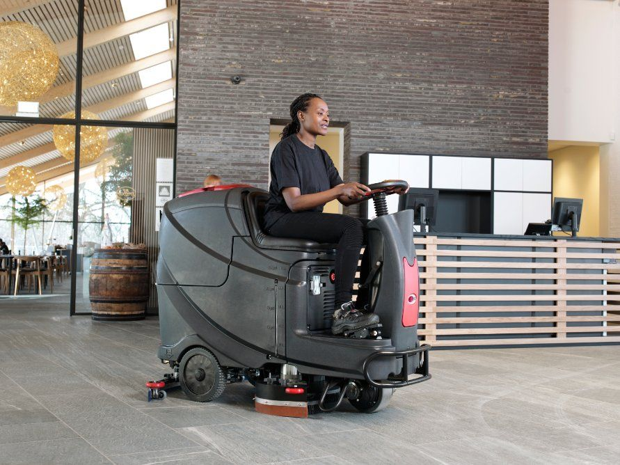 viper-as710r-ride-on-scrubber-dryer2326-min