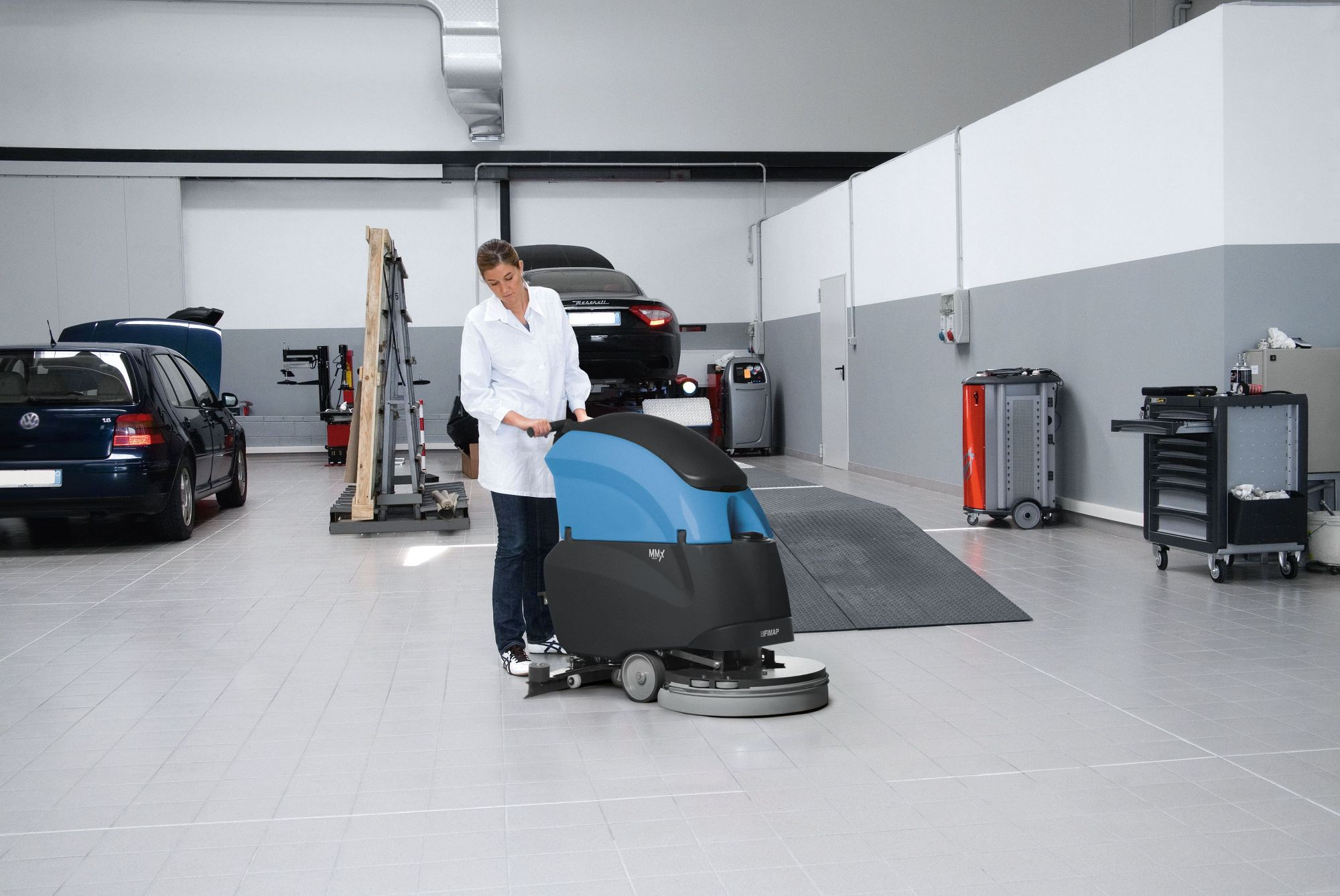 Fimap MMX Scrubber Dryer In Use-min
