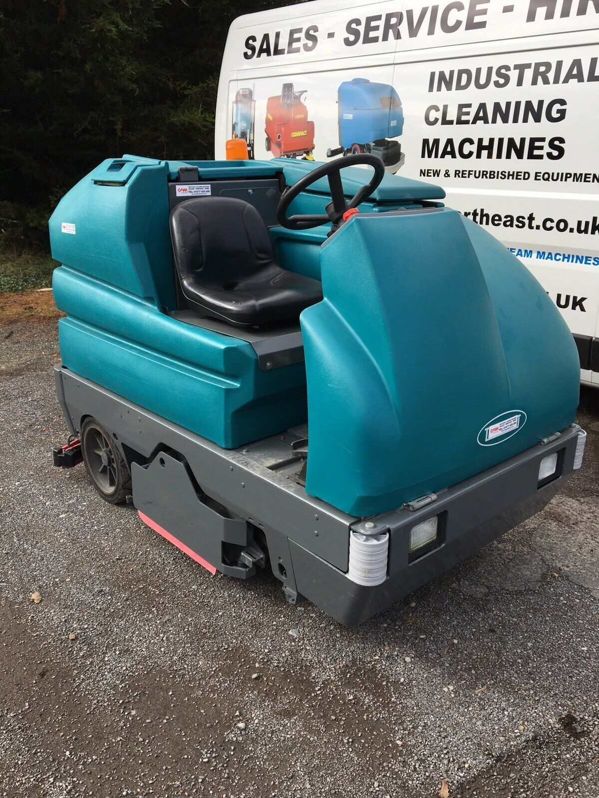 Tennant 7300 Ride On Scrubber Dryer