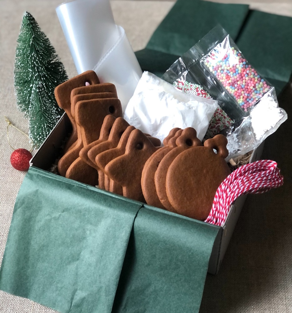 Gingerbread tree decoration kit