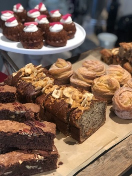Selection box - 6 individual cakes