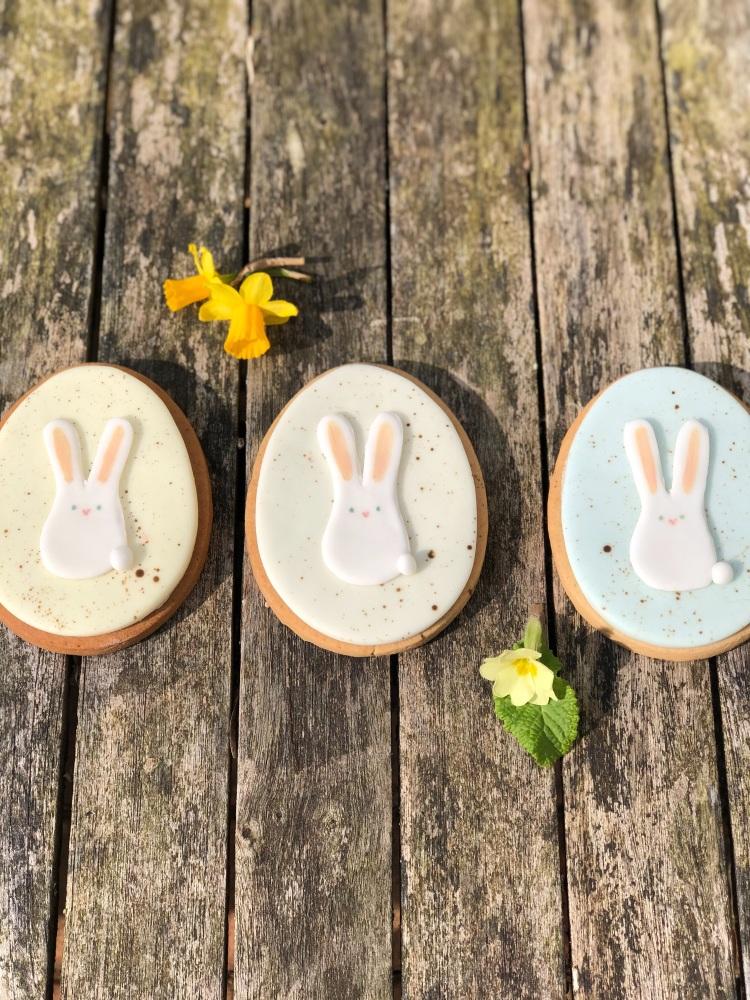 Easter Egg vanilla biscuit