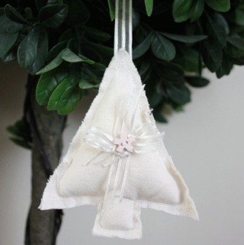 Tree Hanging Decoration - Cream
