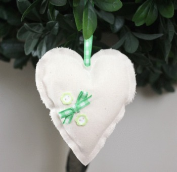 Heart Hanging Decoration - Green Gingham