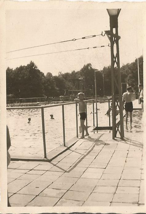 swimming at hilden aug 1947