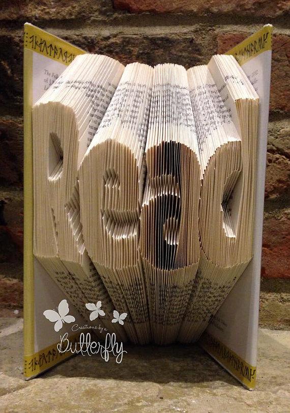 Book Folding Pattern 'Read' (218 Folds)