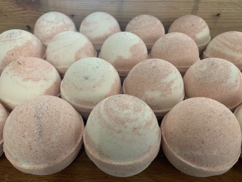 Cranberry Twister Foaming Bath Bomb