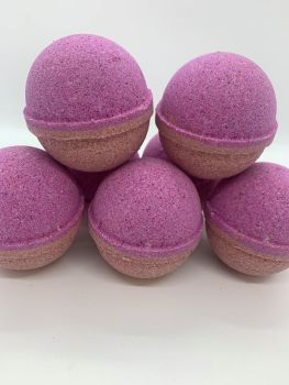 Black Plum & Rhubarb Bath Bomb