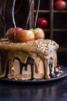 salted-caramel-apple-snickers-cake