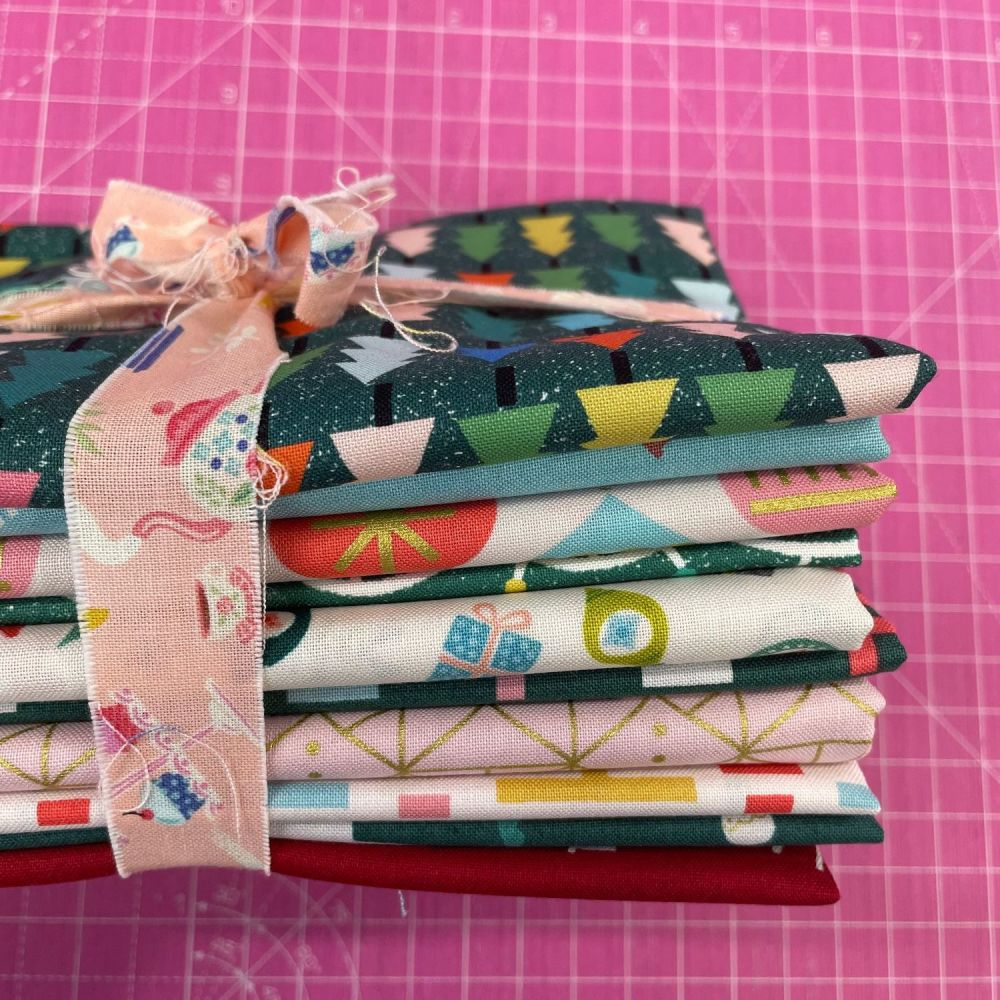 DESTASH Bundle Contemporary Christmas Modern Festive 10 Cotton Fabric Bundl