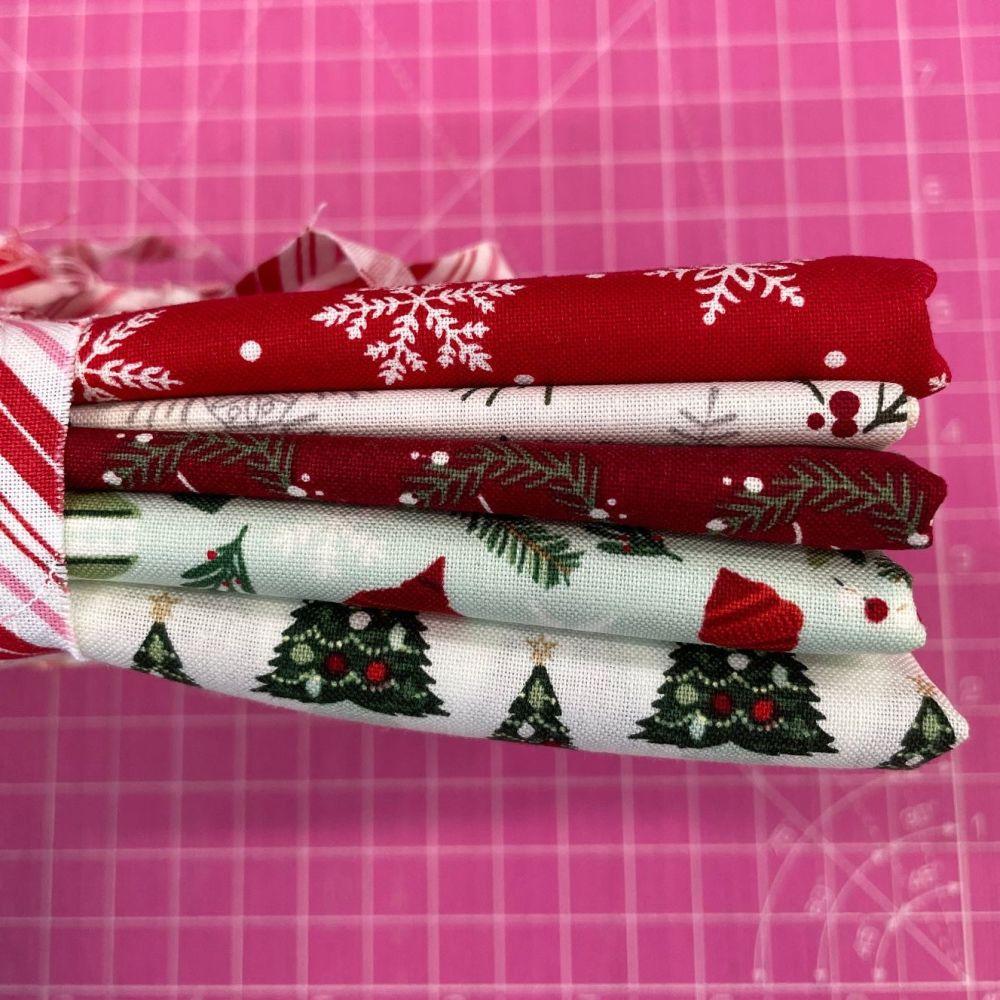 DESTASH Bundle Traditional Christmas Festive 5 Cotton Fabric Bundle Cloth S