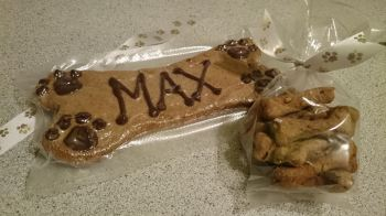 Biscuit name bone personalised with bag of treats