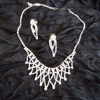 Necklace and earring sparkling crystal set - ideal for bride, prom, evening out