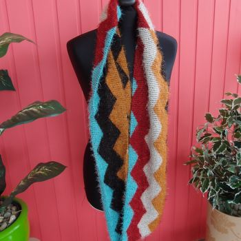 Cosy and bright snood