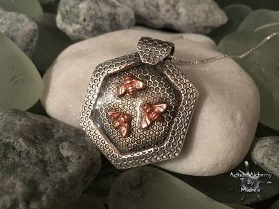 silver_bees_pendant1b
