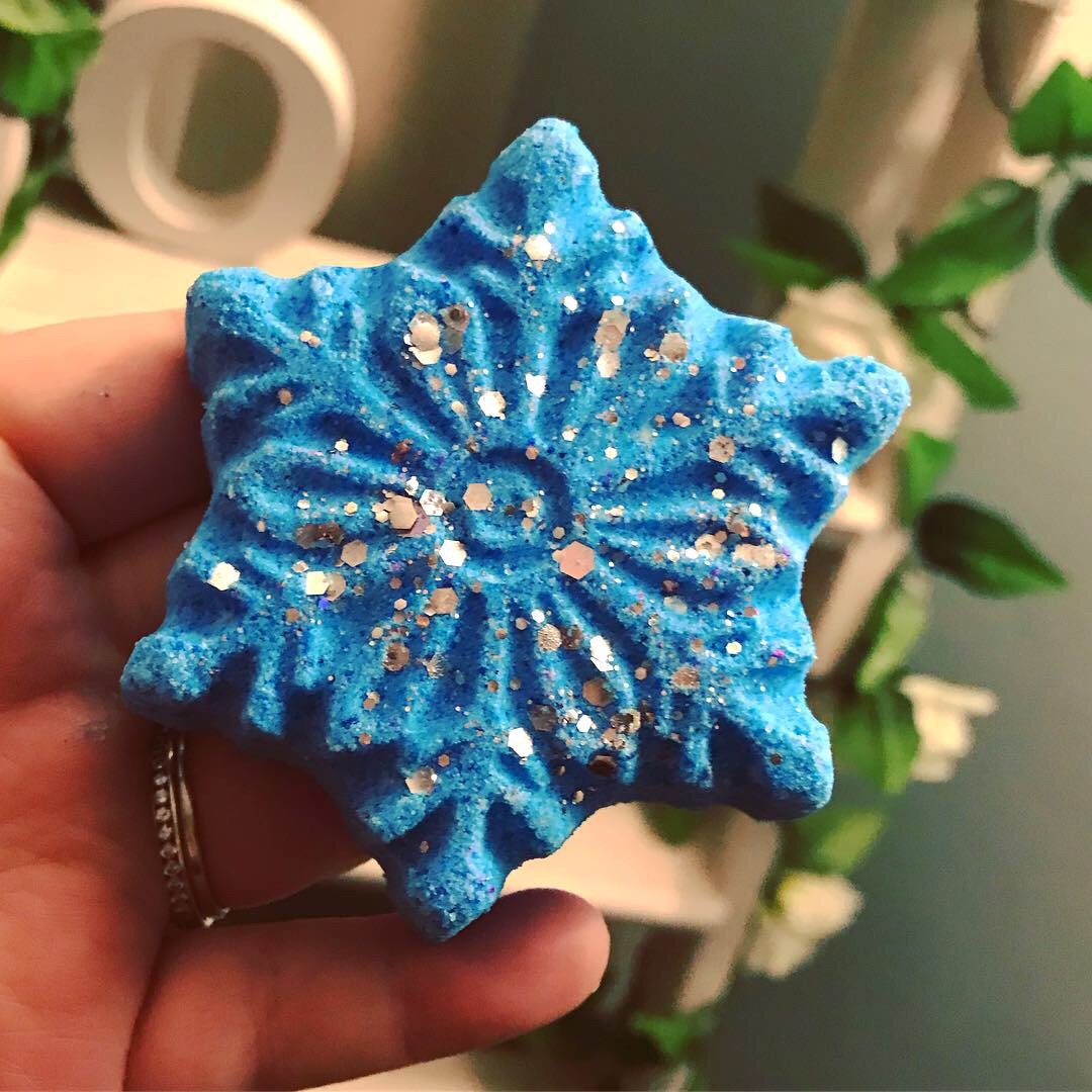 Mint Candy Canes Snowflake Bath Bomb