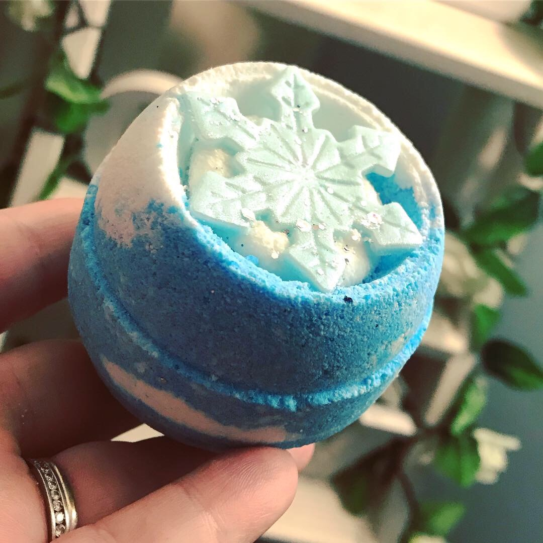Shimmering Snow Bath Bomb