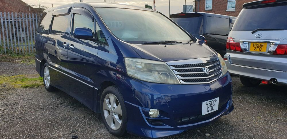 TOYOTA ALPHARD 2 BERTH CAMPERVAN WITH REAR CONVERSION & ELECTRIC COOLBOX
