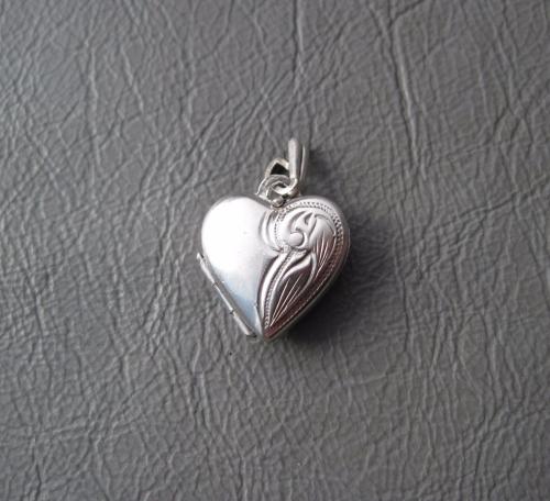 Small vintage sterling silver heart locket