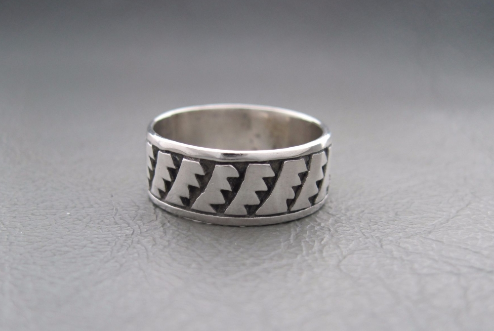 Sterling silver ring; razor band