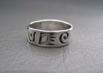 Sterling silver ring; pattern band