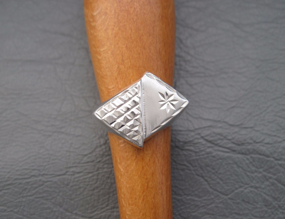 Vintage style sterling silver signet ring
