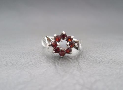 Vintage sterling silver opal & garnet cluster ring with leaf shoulders