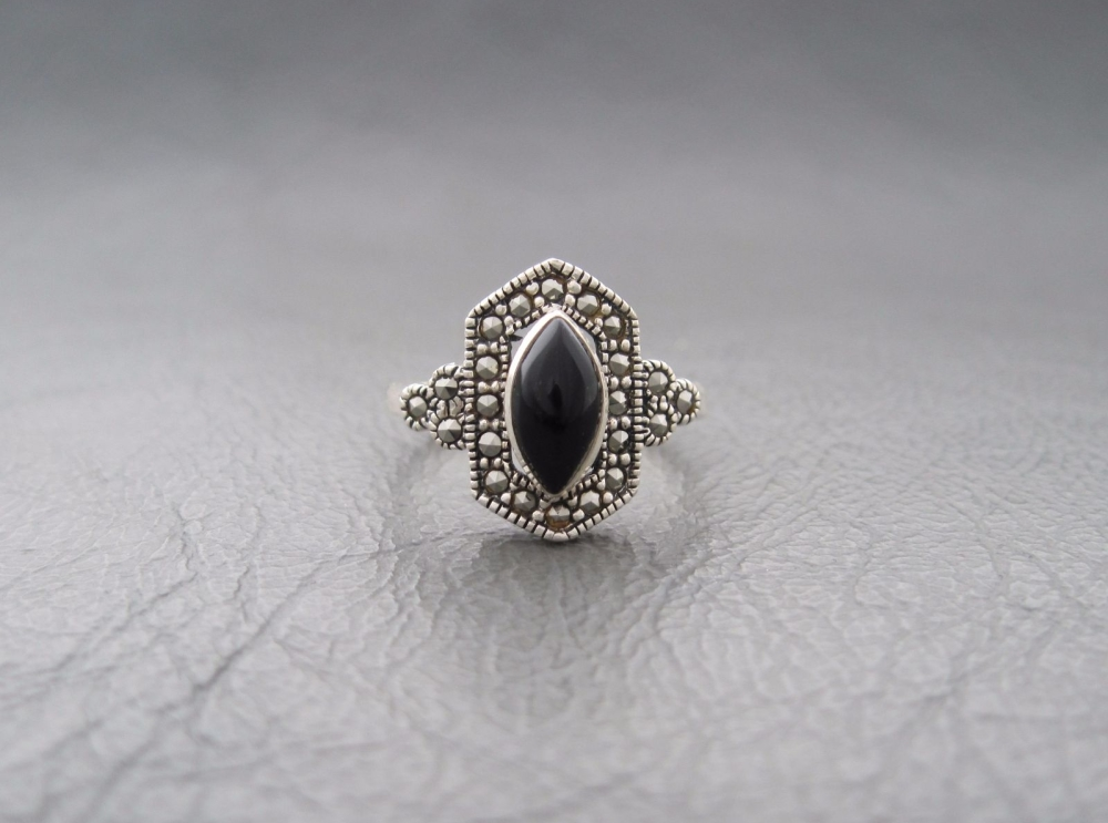 Sterling silver art deco style ring with black onyx & marcasite