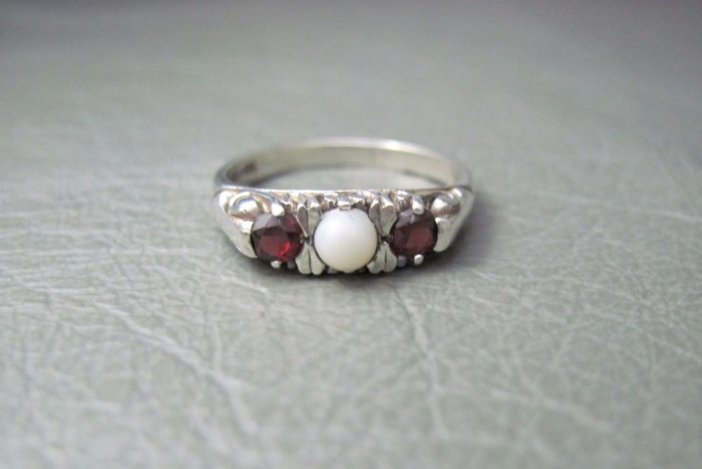 Vintage sterling silver trilogy ring with opal & garnet