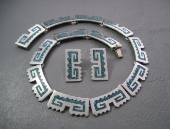 Stunning Mexico sterling silver & crushed mosaic turquoise set; collar necklace & earrings