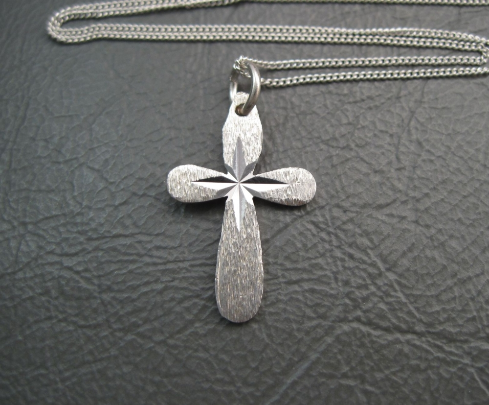 Vintage sterling silver small rounded cross necklace