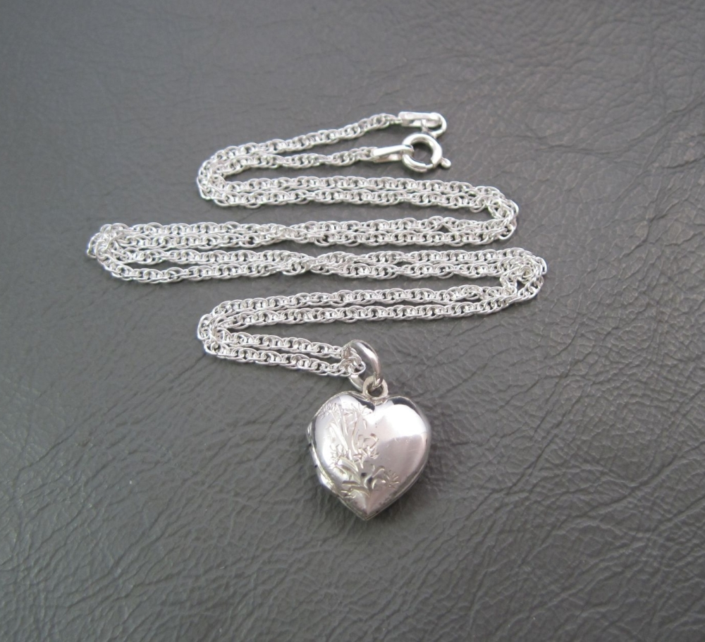 Small vintage sterling silver heart locket & rope chain
