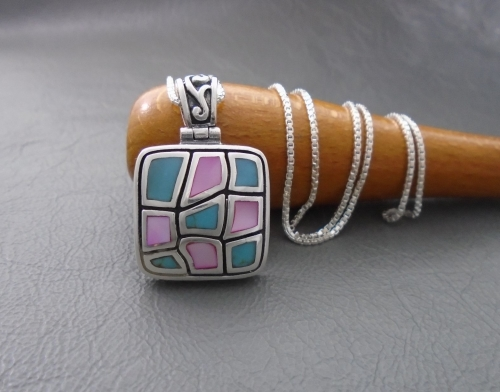 Pretty sterling silver, howlite & Mother of Pearl necklace