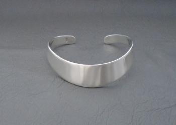 Sleek solid sterling silver graduated wrist cuff