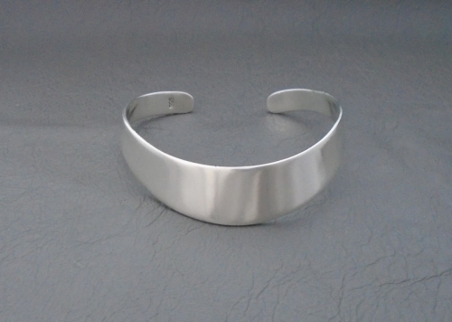 Sleek solid sterling silver graduated wrist cuff