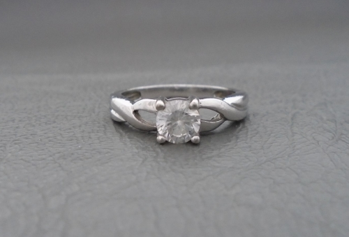 Sterling silver solitaire ring with twisted shoulders