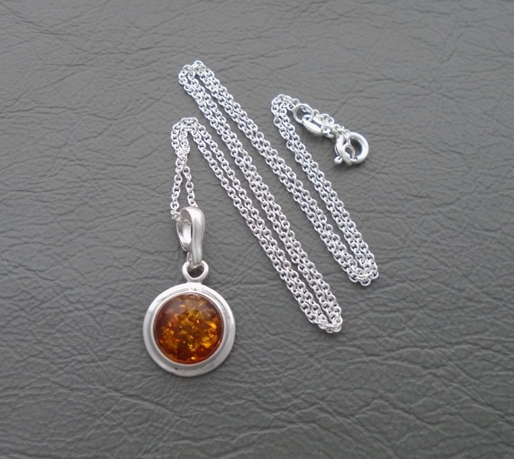 (NEW) Sterling silver & amber necklace