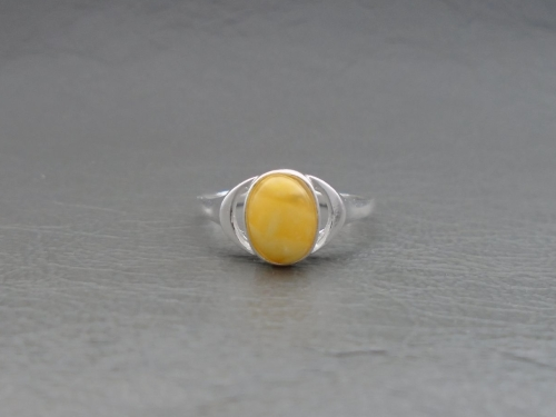 (NEW) Sterling silver & creamy lemon amber ring with cut-out shoulders